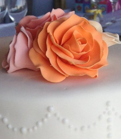 Celebrate Cakes Sugar Flowers - Full sugar roses in an orange and coral colour palate