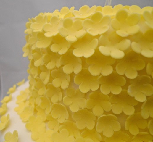 Celebrate Cakes Sugar Flowers - Yellow sugar blossoms