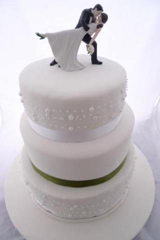 Celebrate-Cakes-Wedding-Cake-93