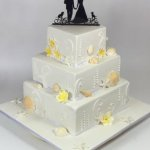 Celebrate Cakes - Wedding Cake with daisy flowers